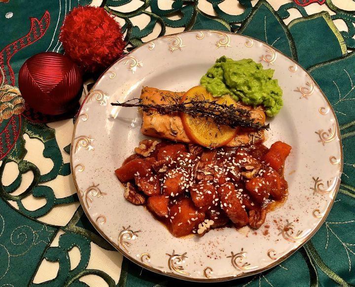 Cartofi dulci cu somon și avocado